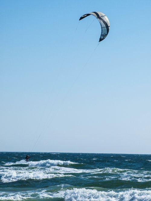 kitesurfer wave sea
