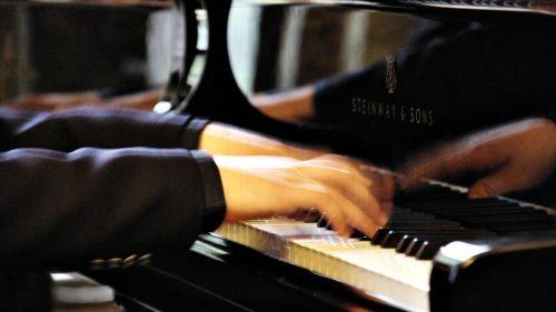 klavierspiel piano piano keys