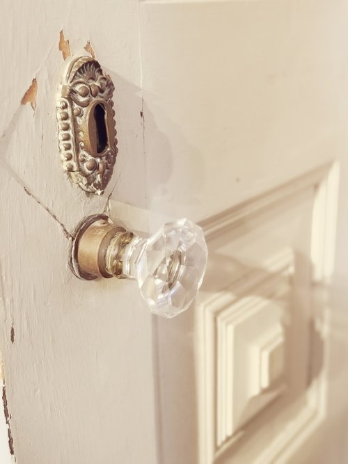 knob  glass door  old