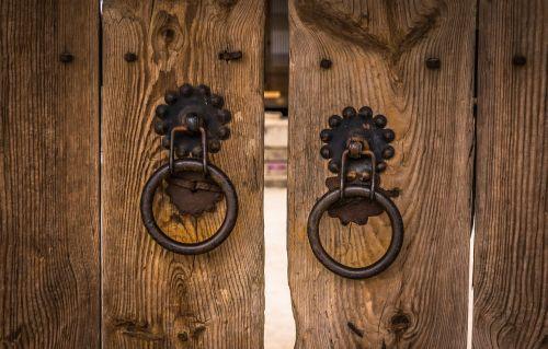 knocker traditional gate