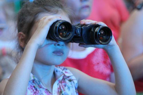 binoculars girl concert