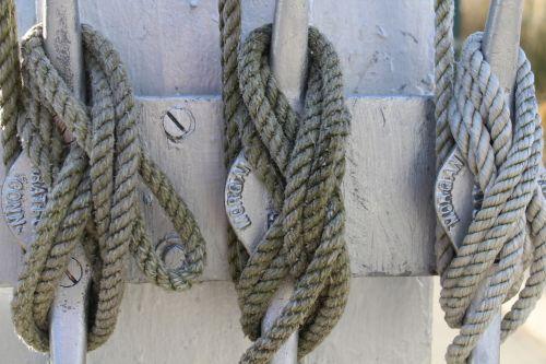 Knots On A Halyard