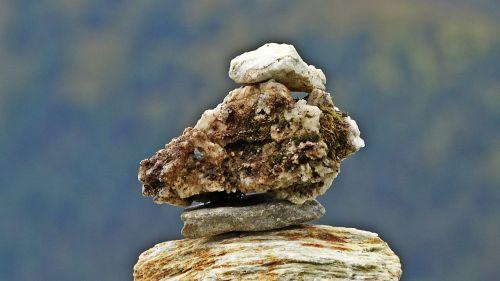 kőépítmény cairn balance