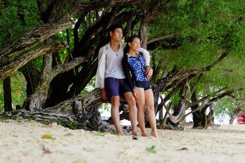 koh samet beach coral couples
