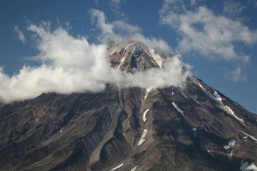koryaksky volcano kamchatka rocks