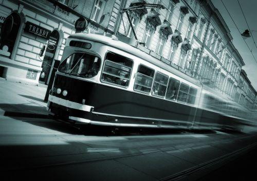 kraków tram speed