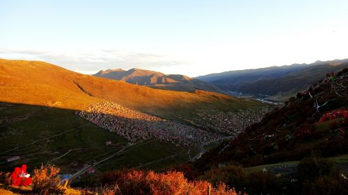 la-rong wuming buddhist academy twilight tibet