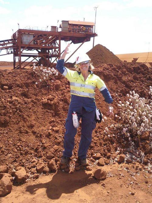 laboring mining working