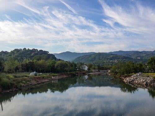 lacquer lake reflection