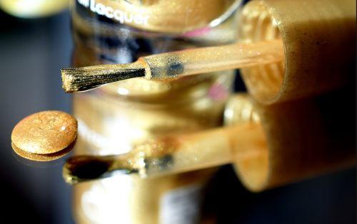 lacquer manicure golden