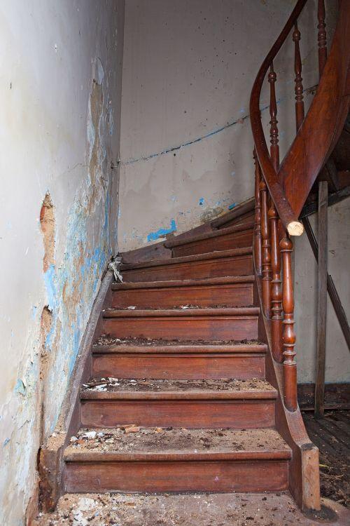 ladder ruin steps