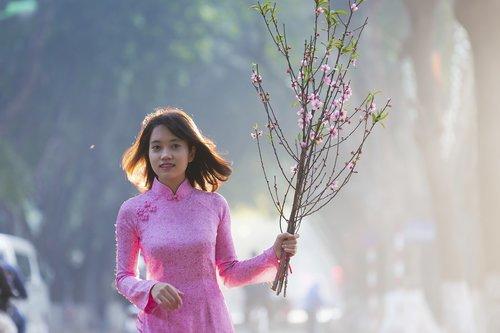 lady in pink  hanoi girl  bright smile