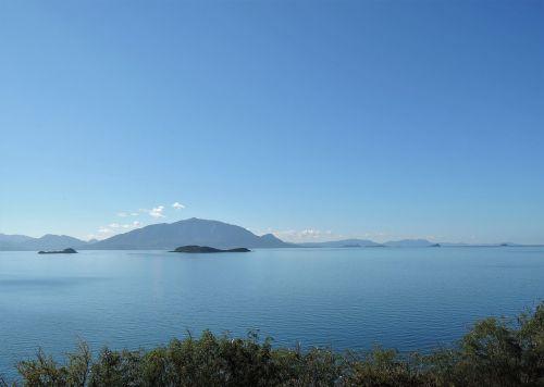 lagoon bay ouémo blue sky