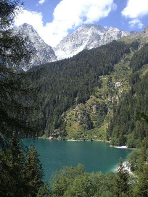 lake braies trentino alto adige