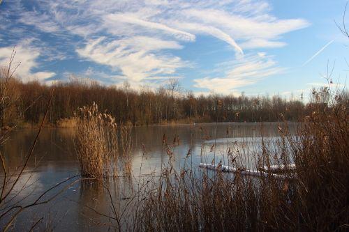 lake frozen winter
