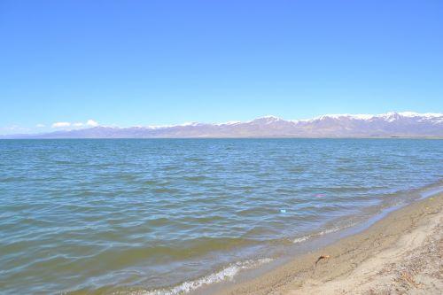 lake mountains water