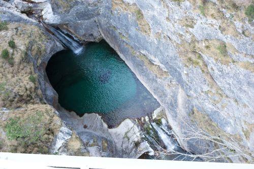 lake mountain water