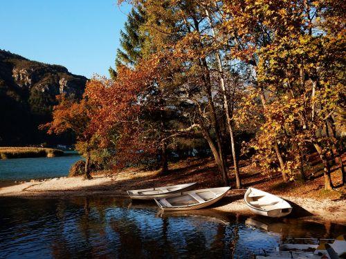 lake autumn nature