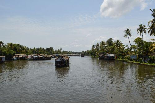 lake backwaters india