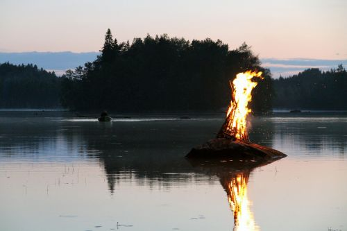 lake water reflection