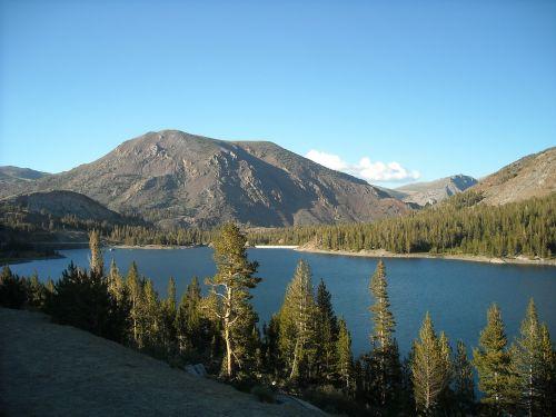 lake mountains yosemite