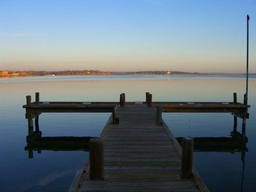 lake pier reflexion