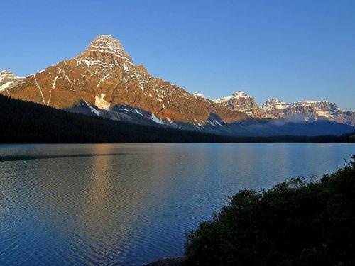 ežeras,kalnai,poilsis,vienatvė,Banfo nacionalinis parkas,Nacionalinis parkas,Kanada,dangus,mėlynas,gražus,oras,tylus,atmosfera,lauke,tylus,ramus,atspindys,nuotaika