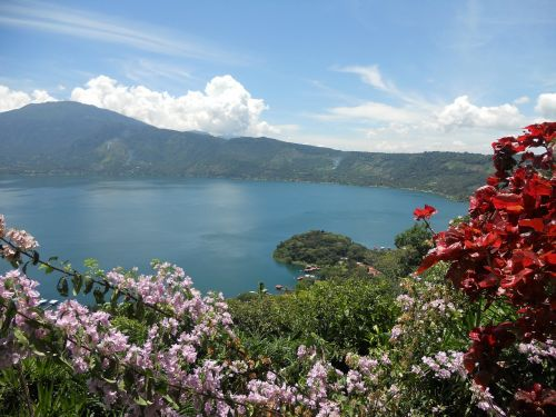 lake viewpoint coatepeque