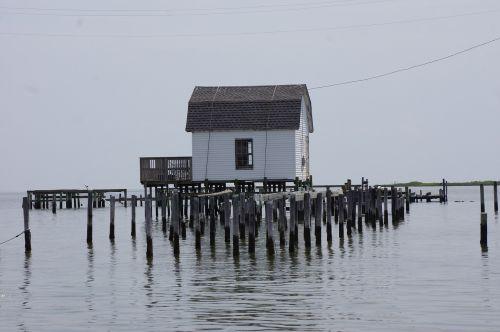lake house hut