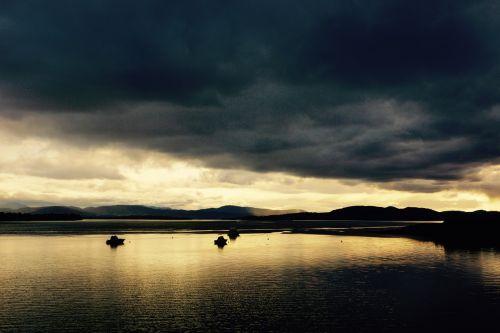 lake sail boat