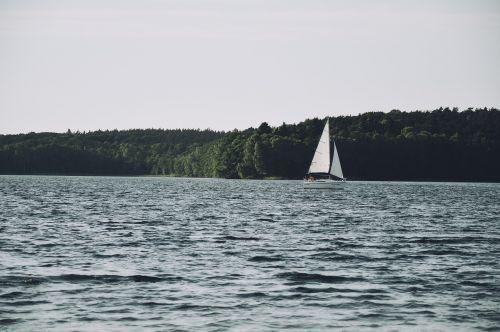 lake sailing water