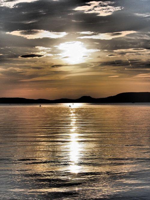 Balaton ežeras,gamta,debesys,vanduo,ežeras,žibintai,ežeras