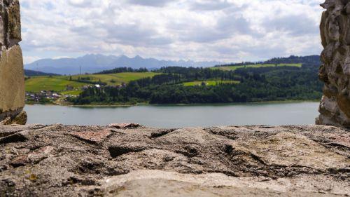 lake dusia castle stone