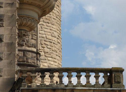 lake dusia castle balcony