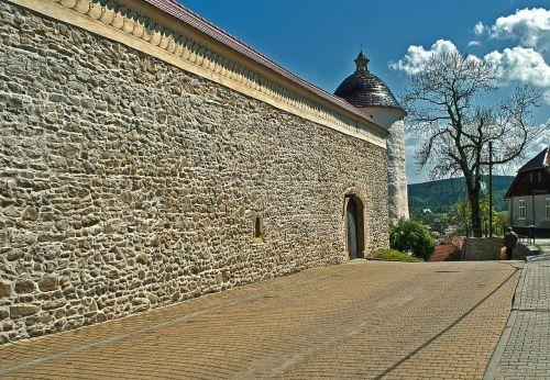 lake dusia masonry gateway