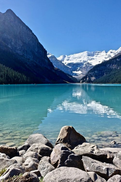 lake louise canada mountains