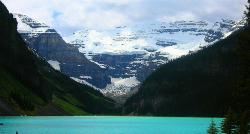 lake louise alberta outdoors