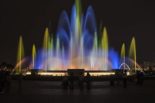 lake park fountain night view