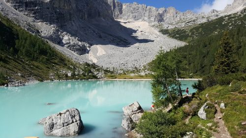lake sorapis dolomites italian alps
