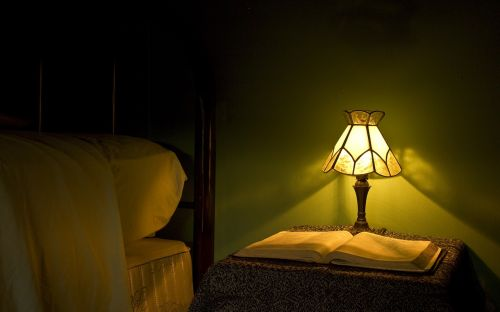lamp light bed