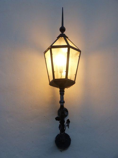 lamppost lit illumination