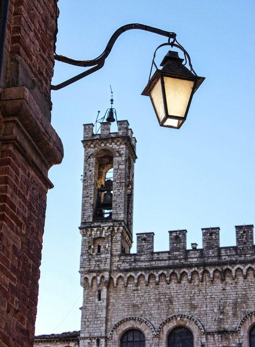 lamppost  torre  gubbio
