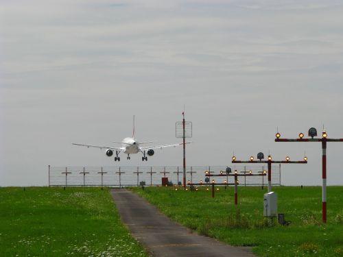 landing approach aircraft