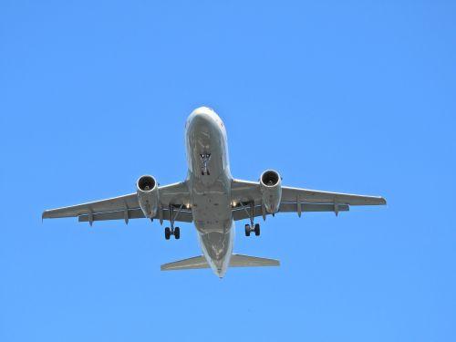 landing aircraft airport