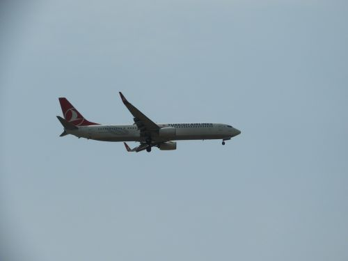 landing turkish airlines aircraft