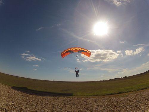 landing royan parachute sailing
