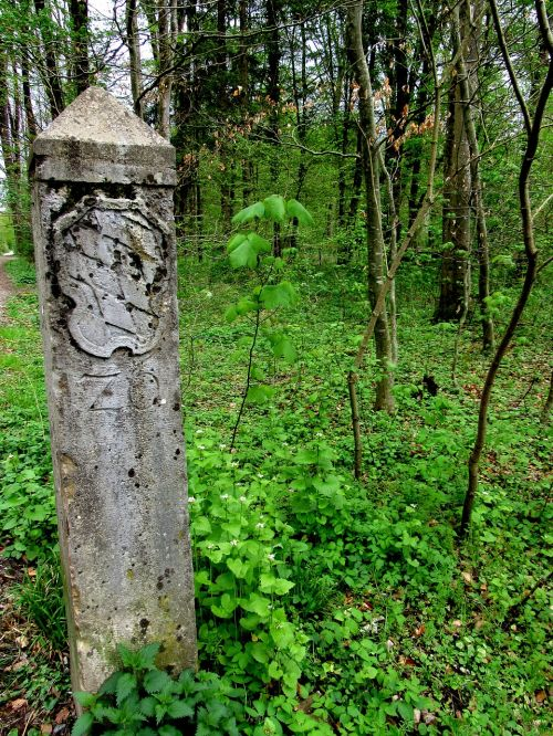 landmark border of bavaria old boundary stone