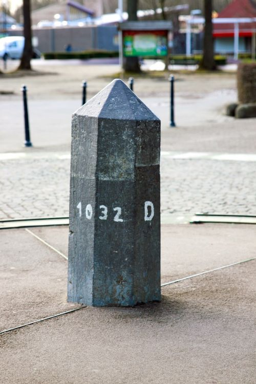 landmark stone milestone