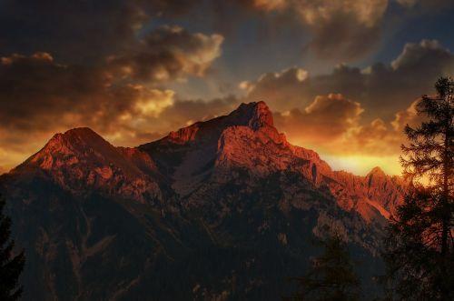 landscape mountains twelve head