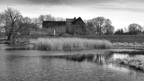 landscape klöden burg black and white